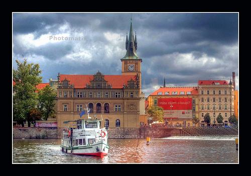 Tiempo en Praga: verano sobre el río Moldava.