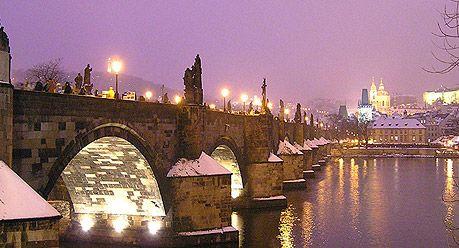 Puente de Carlos de noche. Fuente: google images